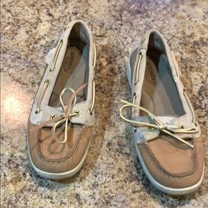 Super cute Sperrys !! Gold glitter